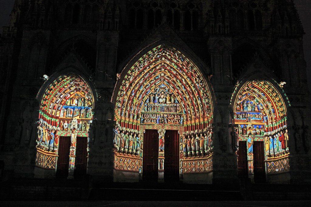 Die Kathedrale von Amiens bei Nacht