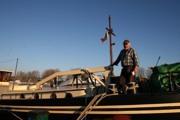 Ken, Kapitän und Eigner der «Captain's Lady» auf seinem Schiff