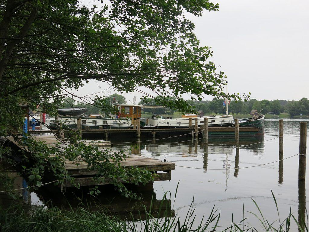 Im Schlosshafen an der Mirower Schlossinsel