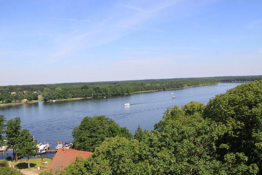 Der Schlosshafen von Mirow und der Mirower See