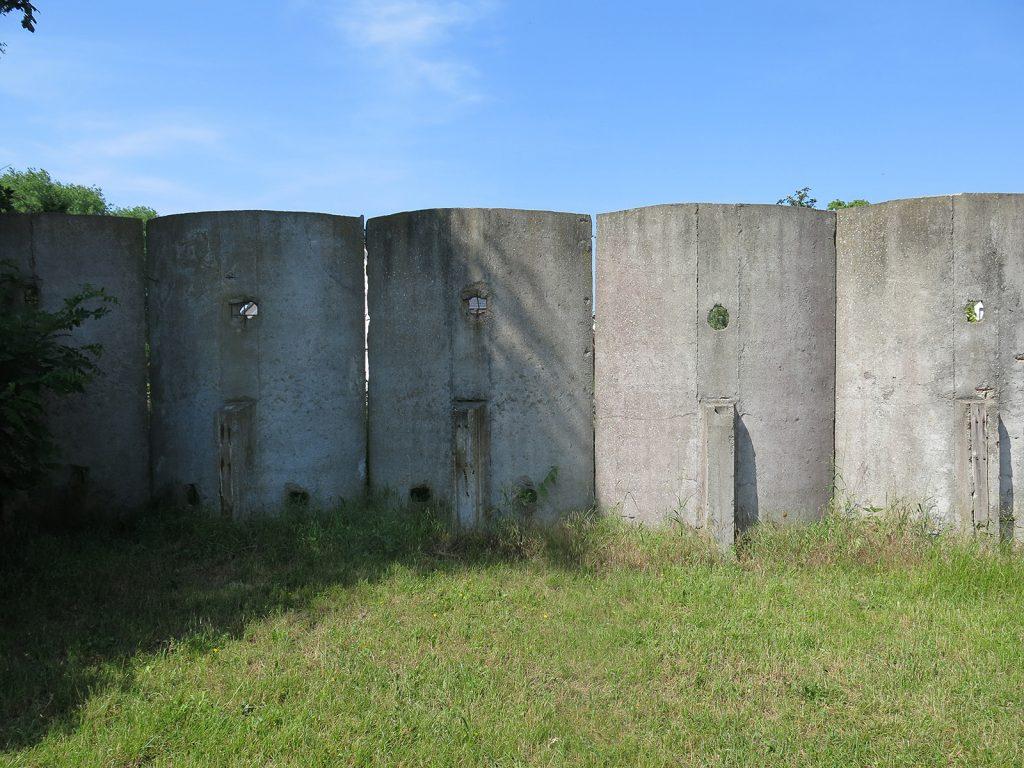 Reste der sowjetischen Mauer um Rechlin-Nord