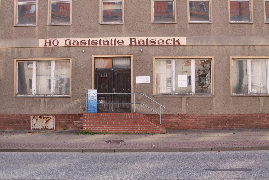 Eine DDR-Handelsorganisations-Gaststätte steht seit der Wende zum Verkauf