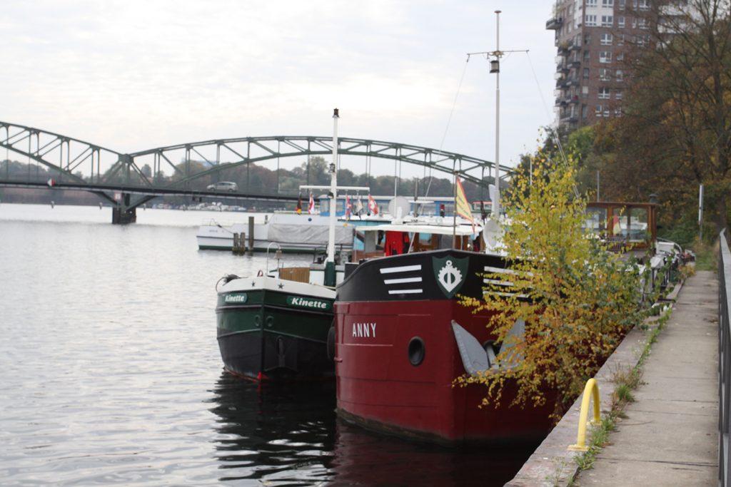Längsseits der M.S. «Anny» in Berlin-Spandau