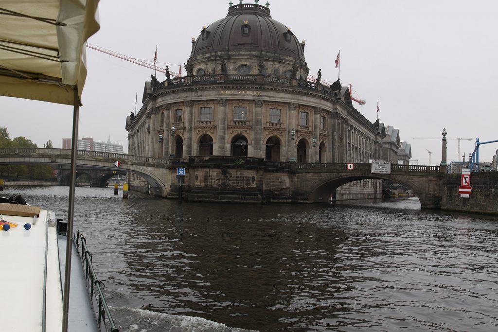 Das Bode-Museum mit der Monbijoubrücke