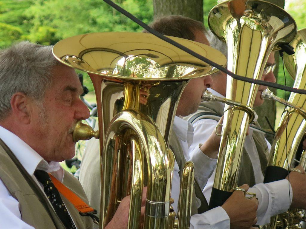 ...musizieren die Spreethaler Blasmusikanten