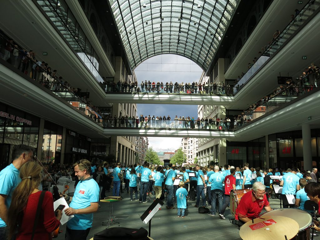 Symphonic Mob in der Mall of Berlin