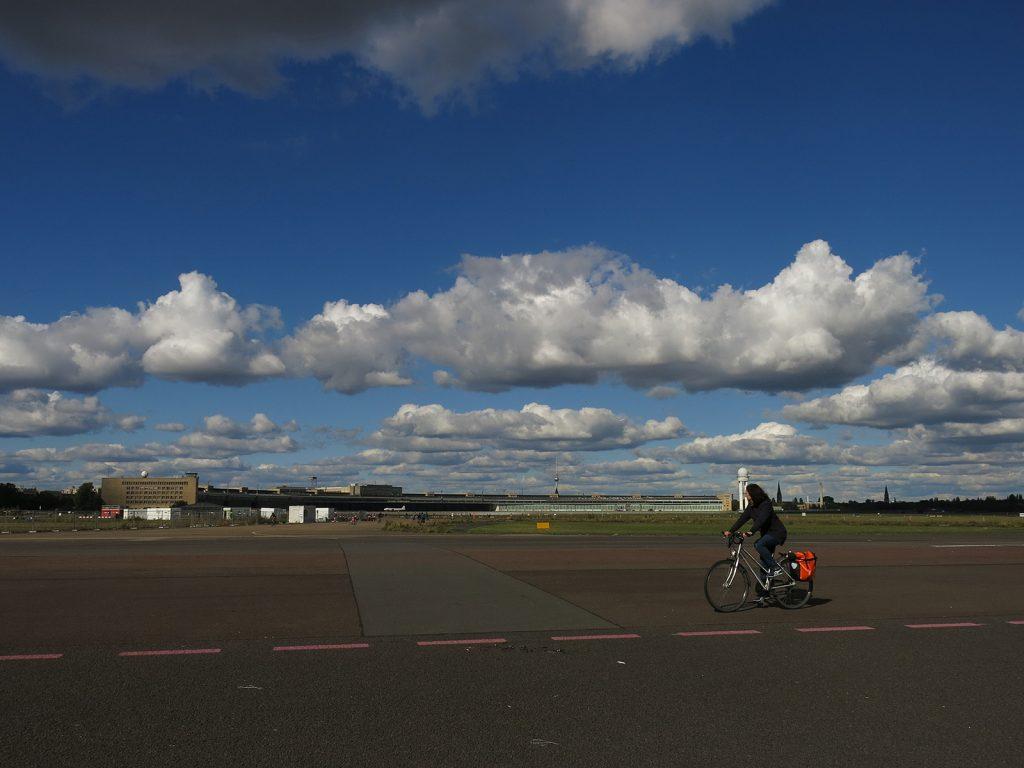 Das Flugfeld als riesige Freizeitanlage