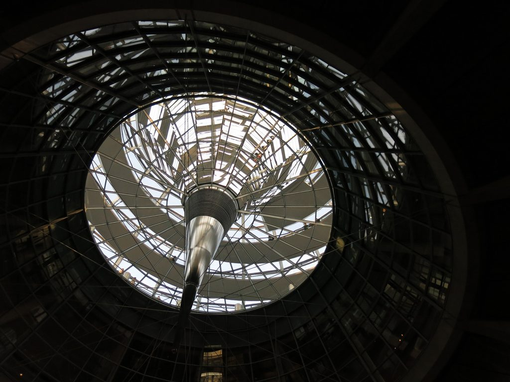 Die Glaskuppel des Reichstagsgebäudes