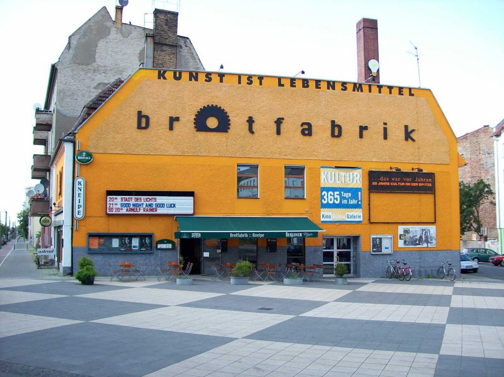 (Lizenziert unter CC BY-SA 3.0 über Wikimedia Commons – https://commons.wikimedia.org/wiki/File:Brotfabrik_Berlin.jpg#/media/File:Brotfabrik_Berlin.jpg)