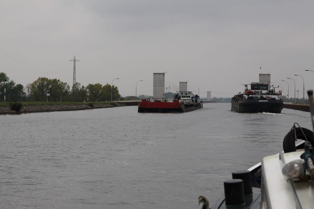 Auf der Kanalbrücke Magdeburg