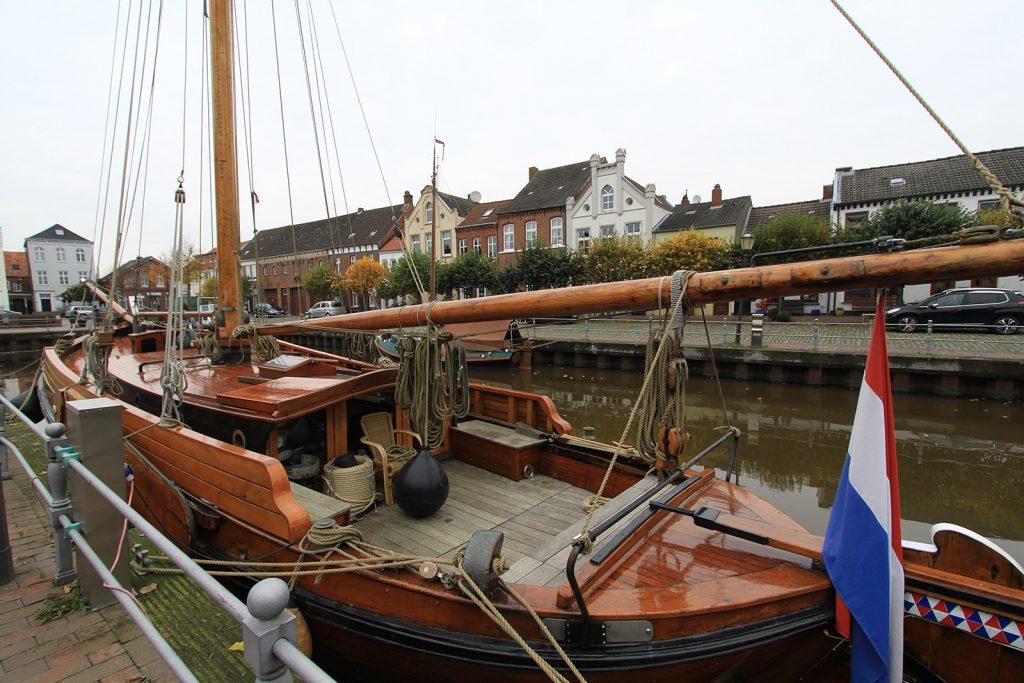 Ein wunderschönes Schiff im Alten Hafen Weener