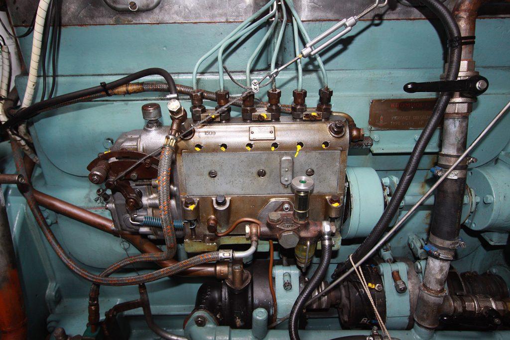 Die Einspritzpumpe des Kromhout Schiffsdiesels – so schön kann Technik sein