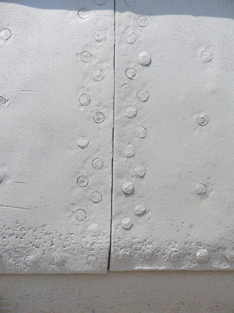 Sandgestrahlt bis auf den blanken Stahl