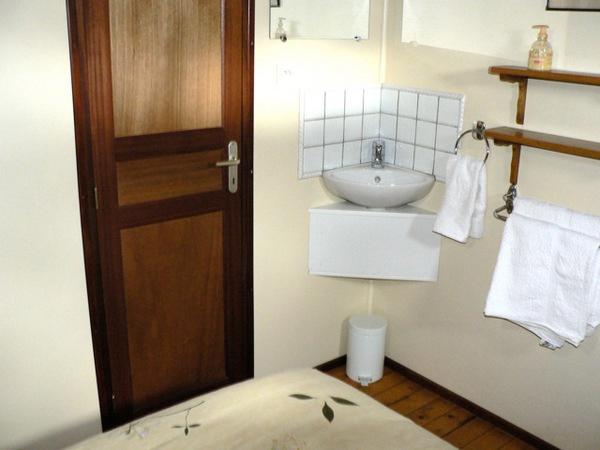 Corner Handbasin