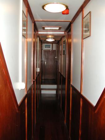 Korridor mit Kabinen im Vorschiff