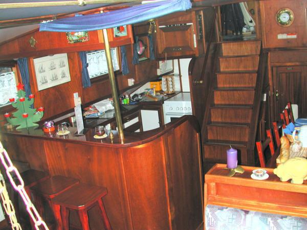 Küche mit Aufstieg in Steuerhaus